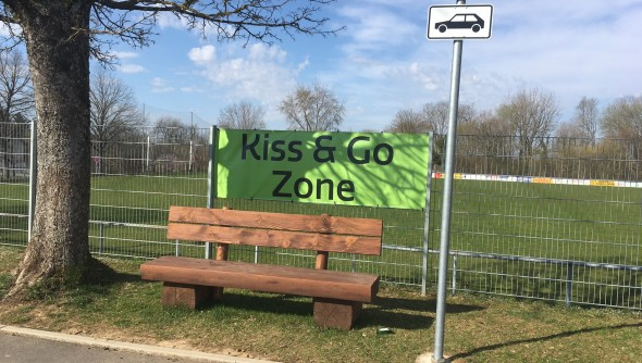 Kiss an Go Zone mit Bank
